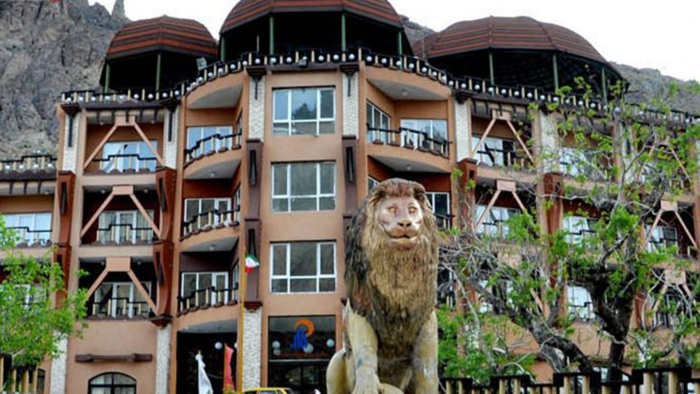 نمای هتل کوهستان