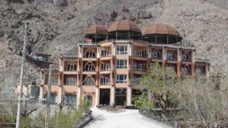 نمای بیرونی هتل کوهستان بیرجند