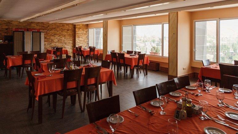 رستوران هتل میگون