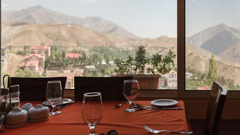 نمای رستوران هتل جهانگردی میگون
