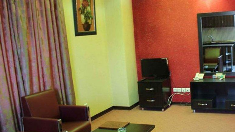 نمای اتاق هتل رنگین کمان