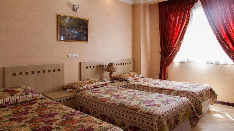 اتاق سه تخته هتل آپارتمان مهرگان