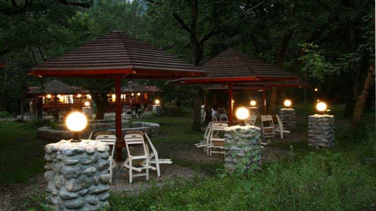 هتل چالدره در شب