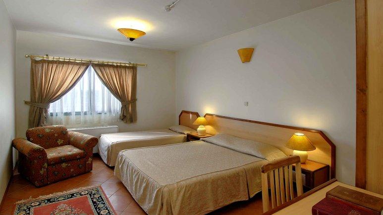اتاق سه تخته هتل خانه سبز