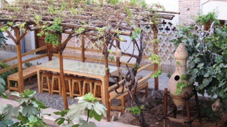 فضای سبز هتل خانه ایرانی