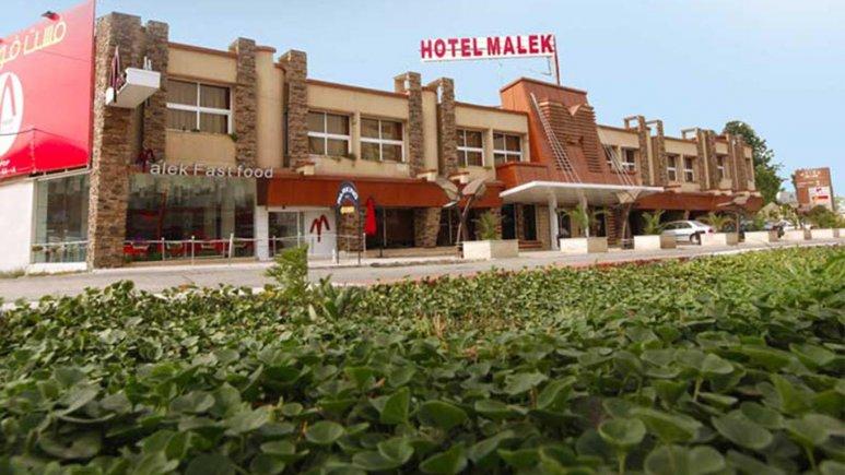 نمای بیرونی هتل ملک