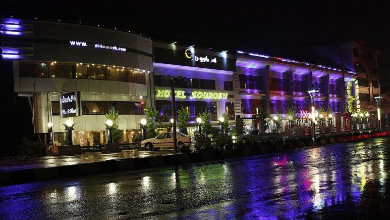 هتل کوروش در شب