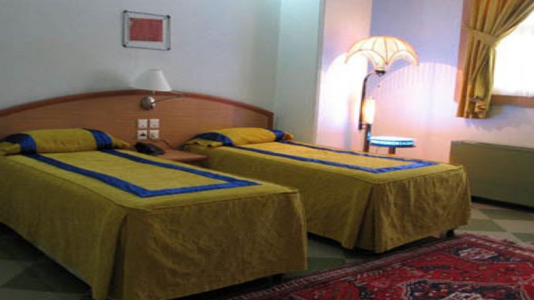 هتل گواشیر کرمان اتاق دو تخته تویین