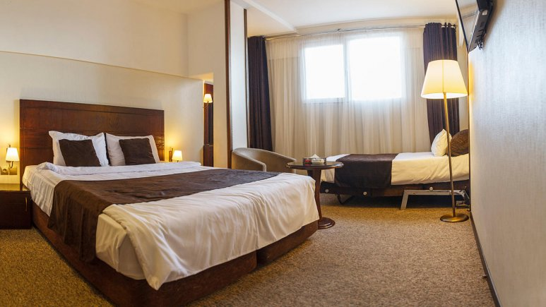 هتل جواهر شرق مشهد اتاق سه تخته 2