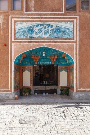 ورودی هتل سنتی ابن سینا