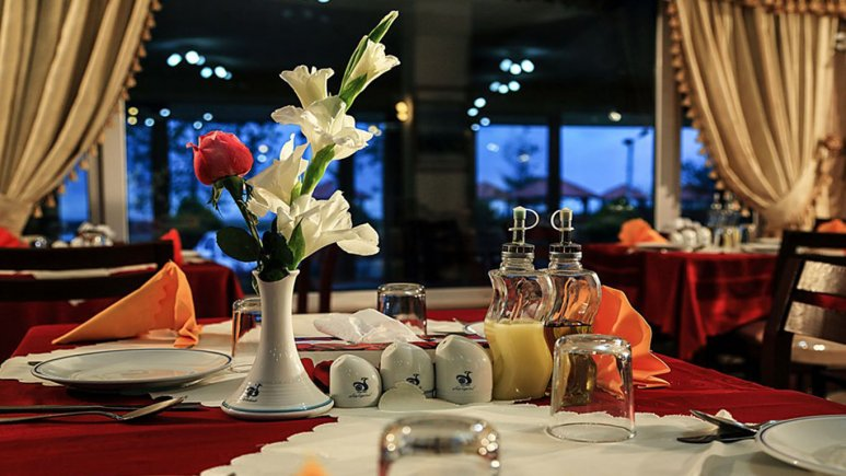 رستوران هتل جهانگردی بندر انزلی