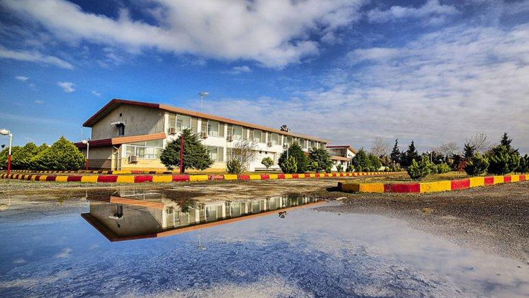 نمای بیرونی هتل جهانگردی بندر انزلی