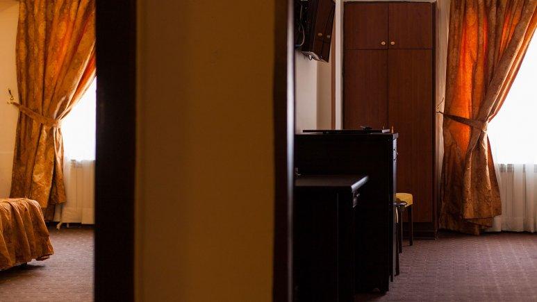 نمای بیرونی اتاق های هتل پارسا