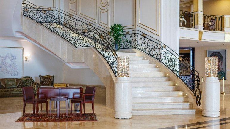 هتل اسپیناس پالاس بهرود تهران لابی 1