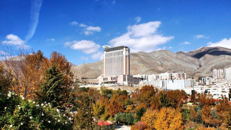نمای بیرونی هتل اسپیناس بهرود