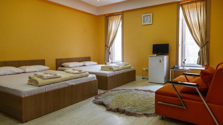 هتل خانه رز کاشان اتاق چهارتخته 1