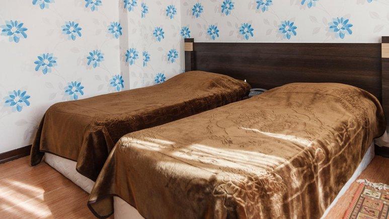 نمای داخلی اتاق دو تخته هتل جلفا