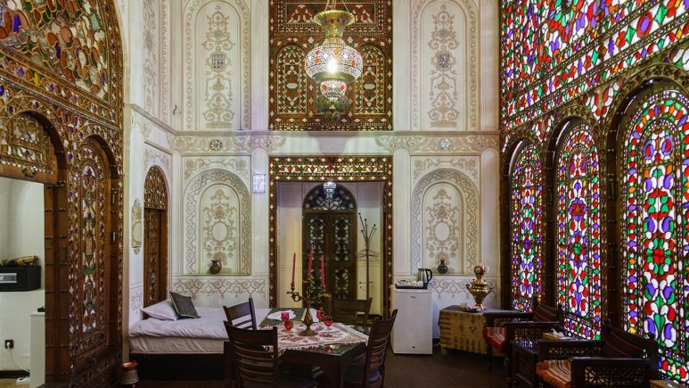 نمای داخلی اتاق هتل سنتی عتیق