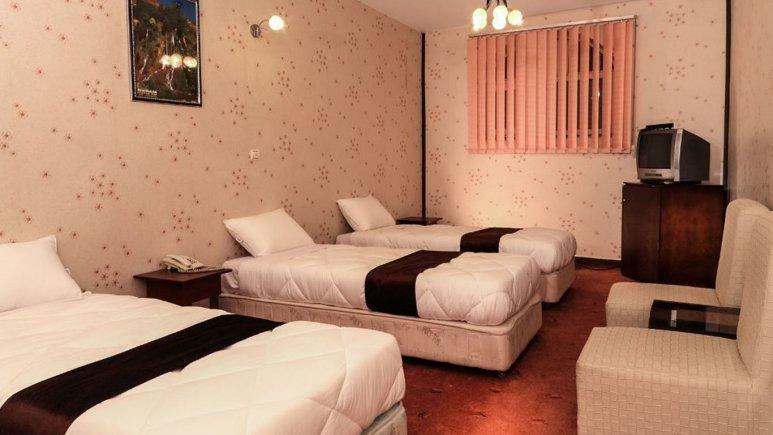 هتل جهانگردی علیصدر همدان اتاق سه تخته