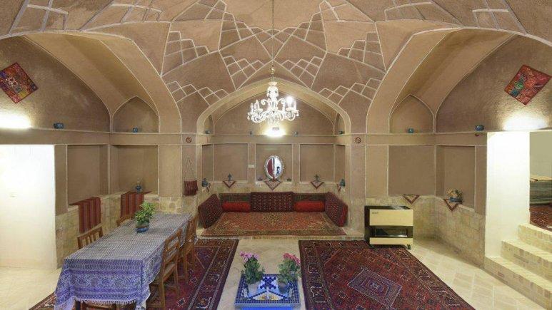 هتل سنتی نگین کاشان اتاق چهار تخته سرداب VIP