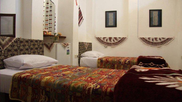 هتل سنتی نگین کاشان اتاق دو تخته تویین سردابه