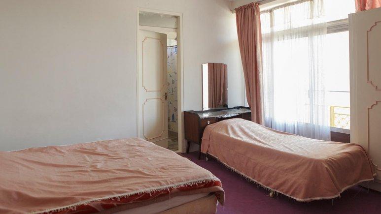 هتل خیام تهران اتاق سه تخته 2