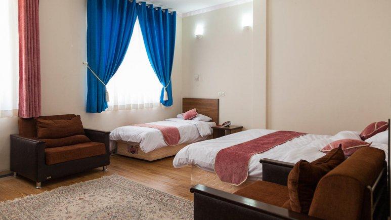 هتل زنبق یزد اتاق سه تخته 2