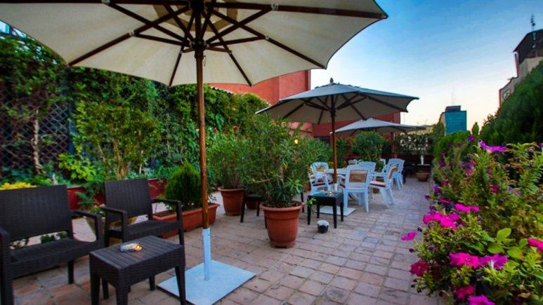 فضای سبز هتل مشهد