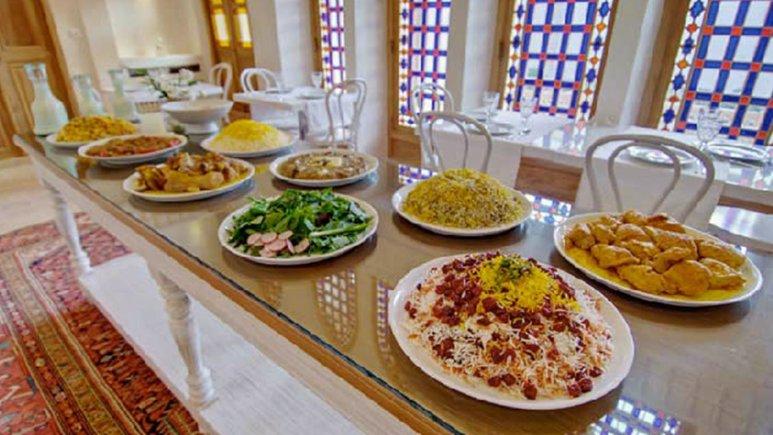 رستوران هتل سنتی منوچهری