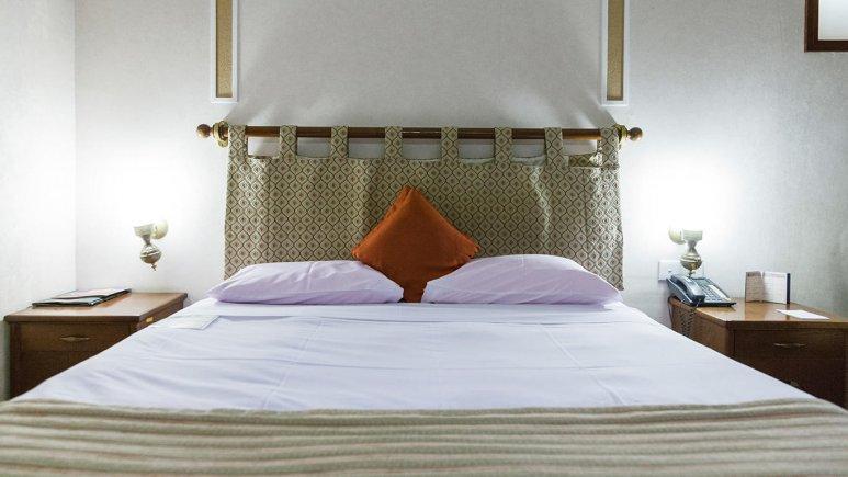 هتل پارسیان صفاییه یزد اتاق دو تخته دابل 1