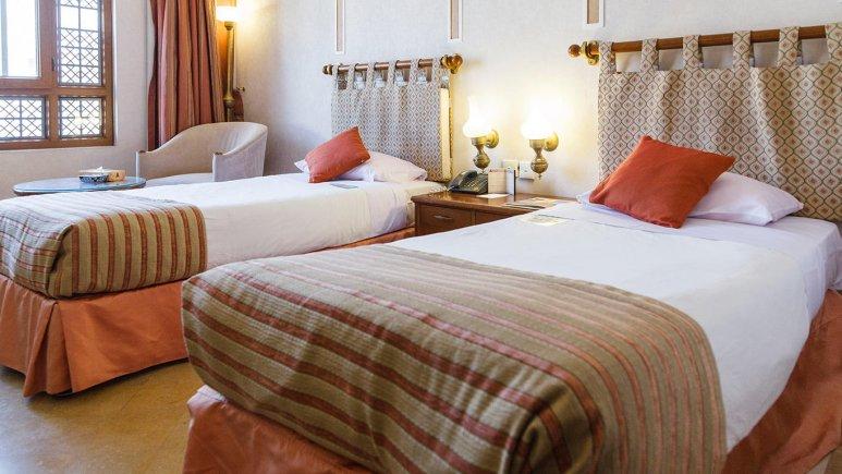 هتل پارسیان صفاییه یزد اتاق دو تویین
