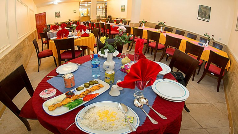 رستوران هتل جهانگردی سراب