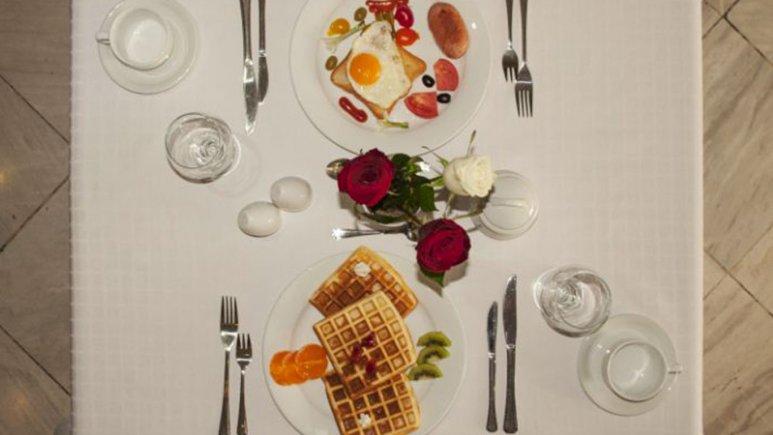 صبحانه روزانه در هتل فرید