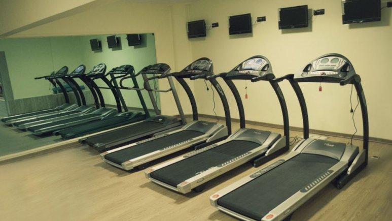 سالن ورزشی هتل فرید
