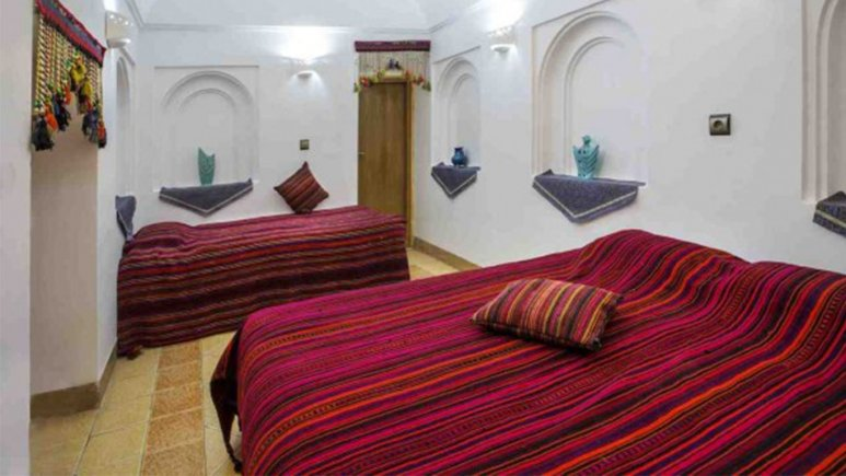 اتاق سه تخته هتل حاج ملک