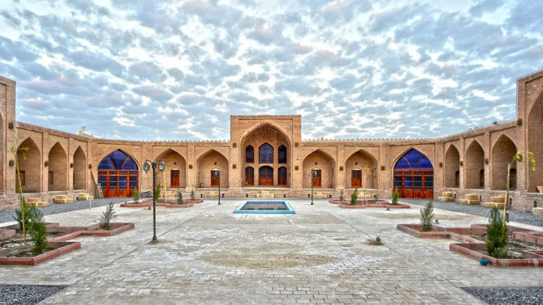 نمای بیرونی هتل کاروان سرای عباسی کوهپا