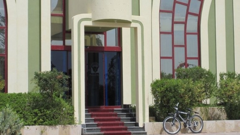 ورودی هتل پارس نیک
