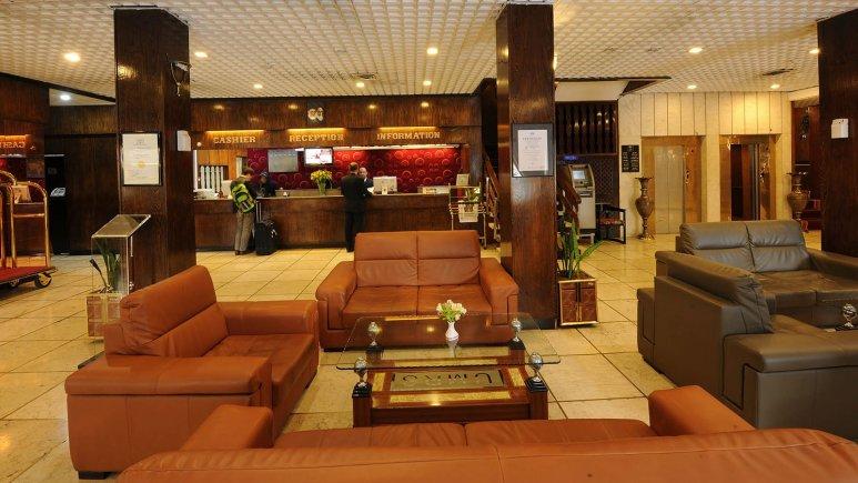 نمایی از لابی هتل هویزه