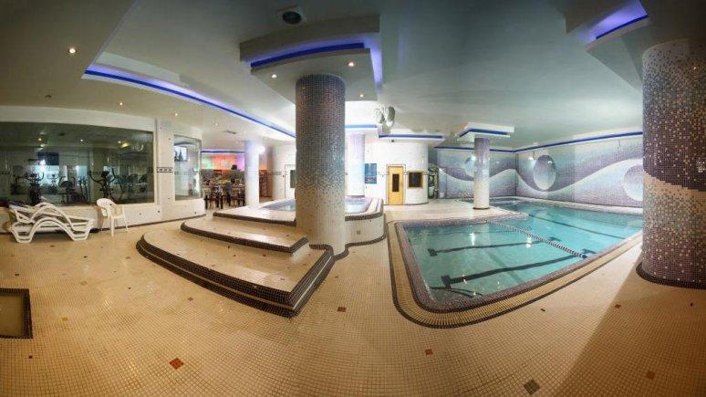 هتل آساره تهران استخر 1