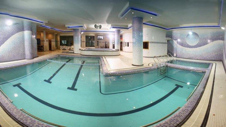 هتل آساره تهران استخر 2