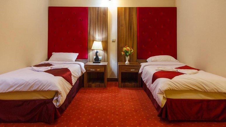 هتل خورشید تابان مشهد اتاق دو تخته تویین