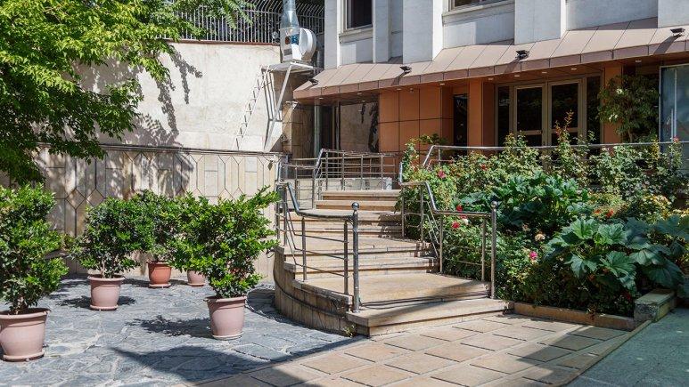 هتل آپارتمان جاده ابریشم تهران فضای بیرونی هتل