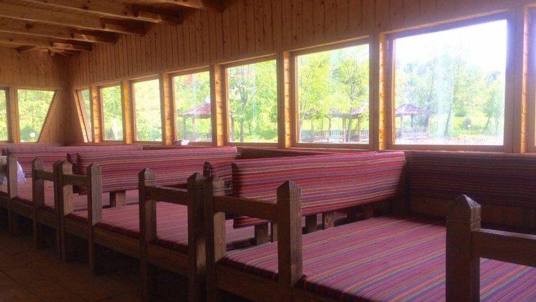 رستوران متل دریاچه قو