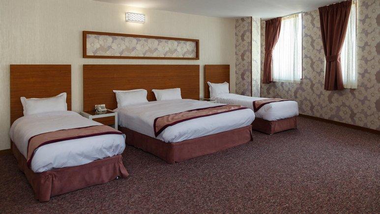 هتل آوین اصفهان اتاق چهار تخته طلایی 1