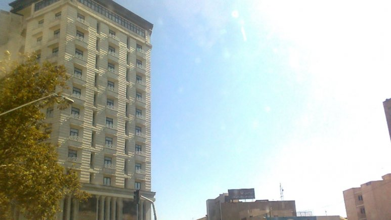 نمای بیرونی هتل بزرگ تهران ۱