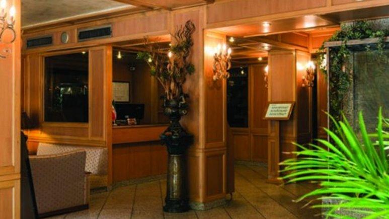 نمایی از اتاق هتل رامتین