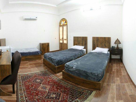هتل فاضلی یزد اتاق سه تخته