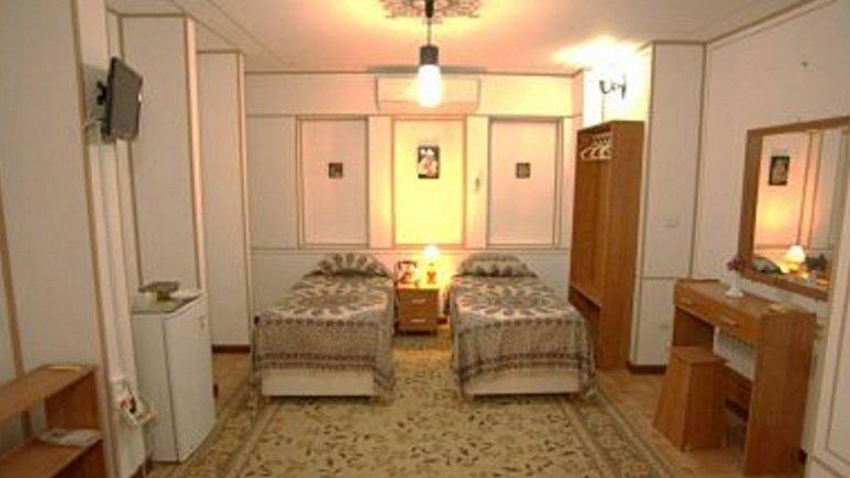 نمایی از اتاق دو تخته هتل طلوع خورشید