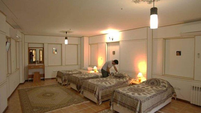 نمایی از اتاق چهار تخته هتل طلوع خورشید